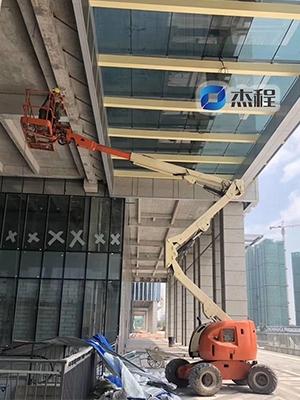 曲臂高空车出租应用于厂房维护视频