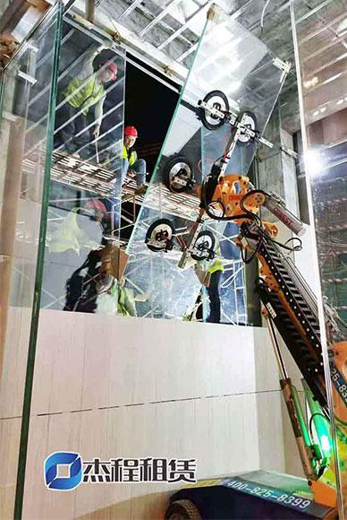 小型玻璃吸盘机出租应用于碧桂园玻璃安装